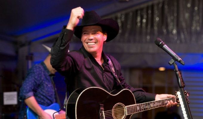 Clay Walker at Cynthia Woods Mitchell Pavilion
